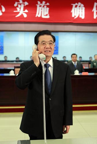 胡锦涛与神舟九号航天员亲切通话