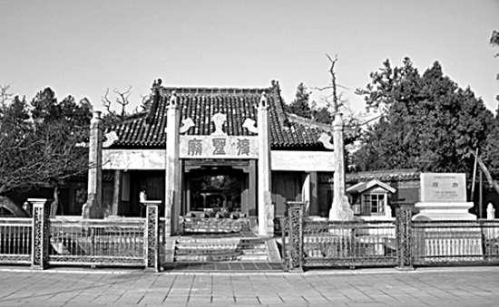 ...孔子出生地的尼山孔庙大成殿揭瓦日前正式开工,标志着尼山修...