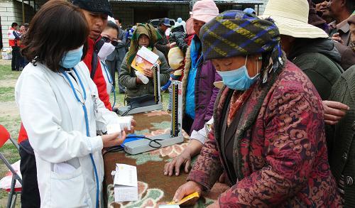 西藏红十字会开展免费义诊